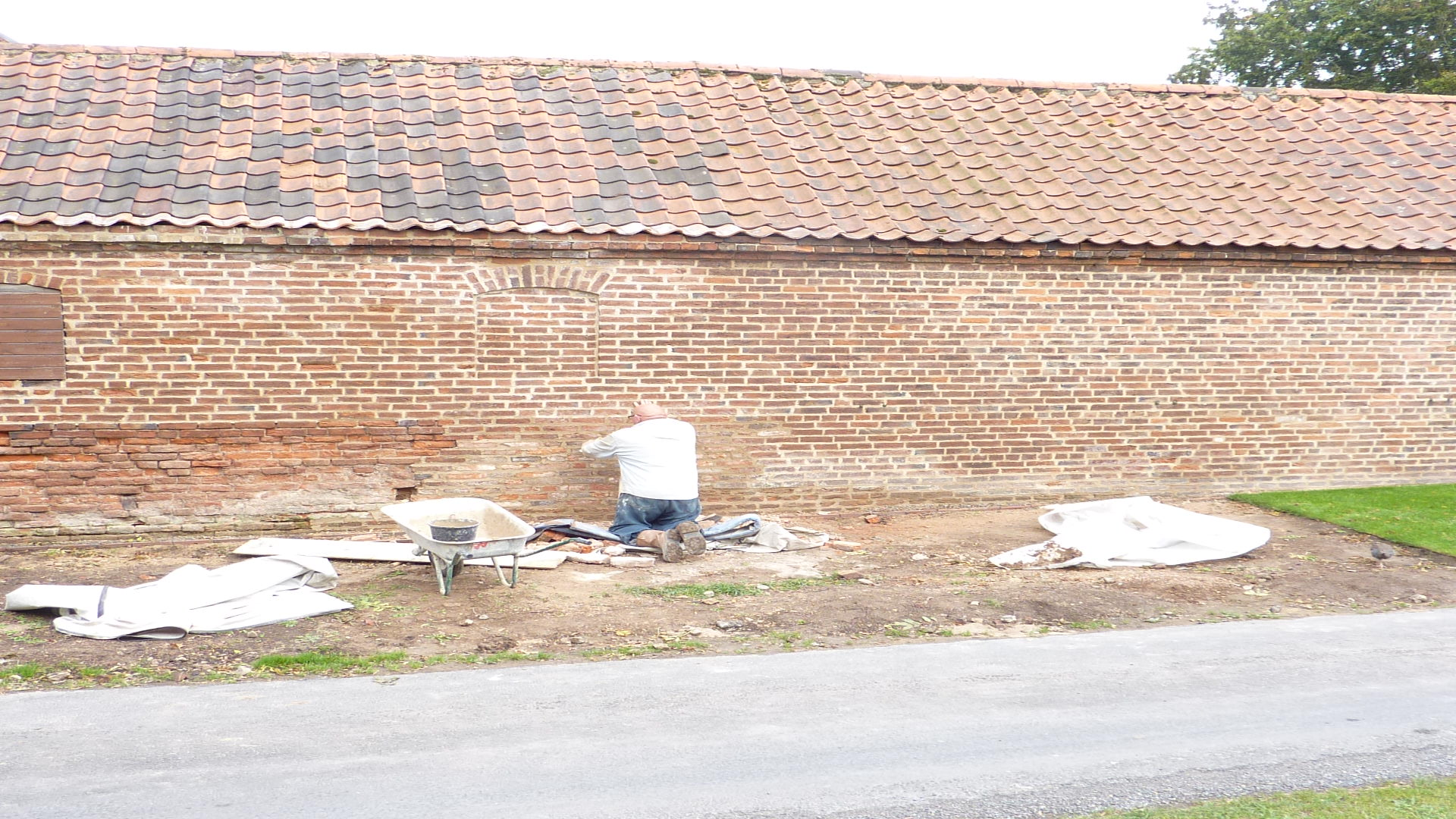 lime mortar for restoration of brick wall